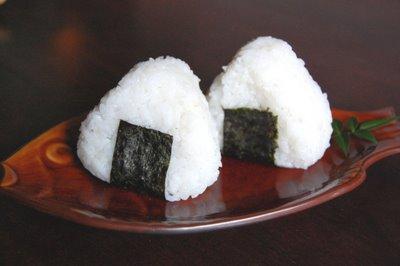 Bolas de arroz onigiri