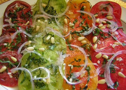 http://www.recetasdiarias.com/wp-content/uploads/2010/01/carpaccio-de-tomates-multicolor.jpg
