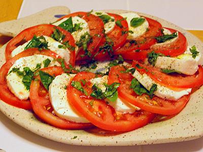 ensalada-de-mozzarella-y-tomate