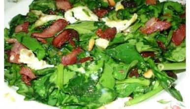 ensalada tibia de espinacas frescas con bacon
