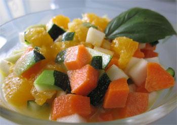 Ensalada de calabacines y zanahorias con vinagreta de naranja