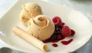 helado-de-turron-con-coulis-de-frutas-del-bosque