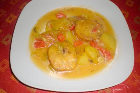 pescado-en-salsa-con-patatas