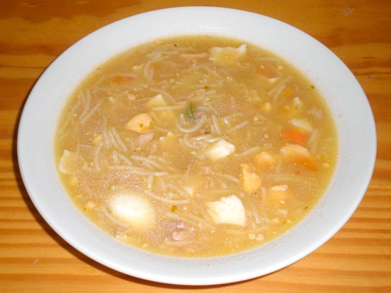 Sopa De Pollo Con Fideos Y Huevo Duro Receta Fácil Paso A Paso