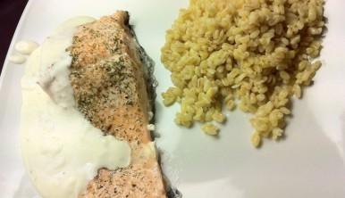 lomos-de-salmon-con-salsa-de-queso-a-las-finas-hierbas