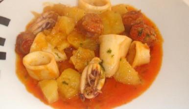 patatas-con-chorizo-y-calamares