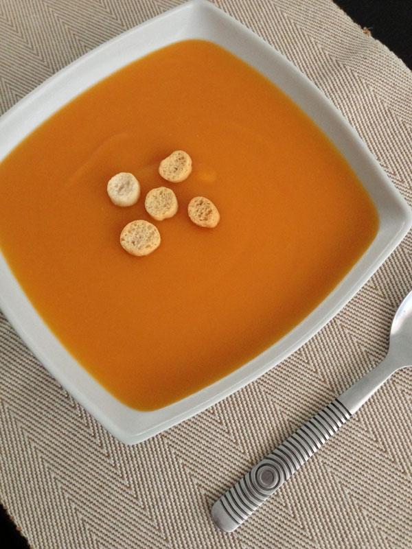 Crema de zanahorias, patatas y manzana