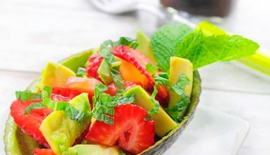 ensalada-de-aguacates-y-fresas