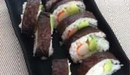 maki-sushi-de-aguacate-y-surimi