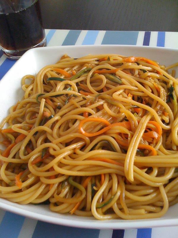 Espagueti con espagueti de verduras