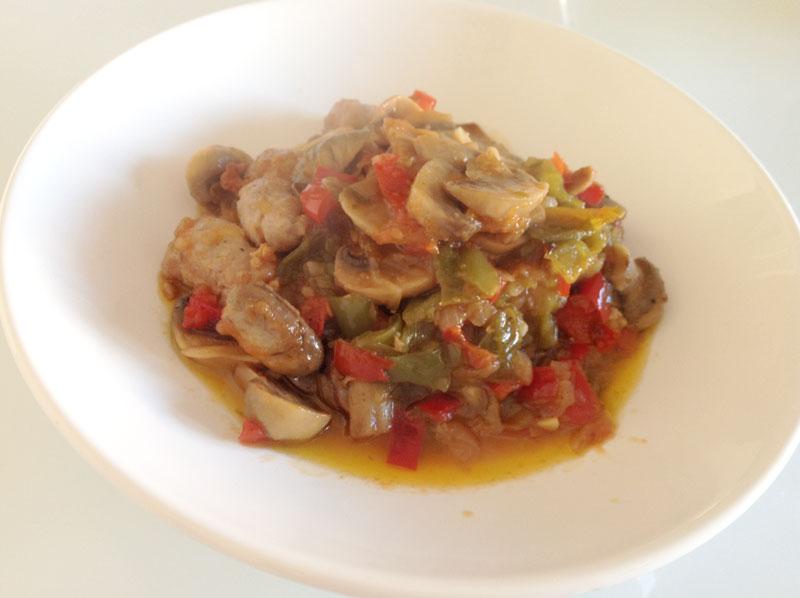 Salchichas en salsa con champi ones receta de cocina - Salchichas frescas en salsa ...