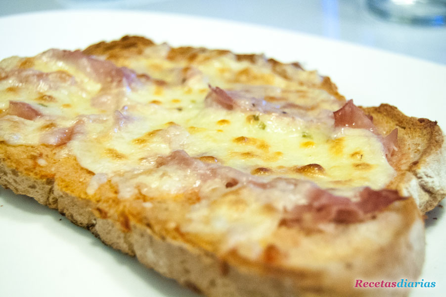 Crostini de jamon y queso