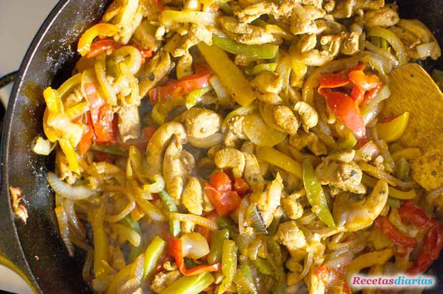 relleno de pollo y verduras para fajitas